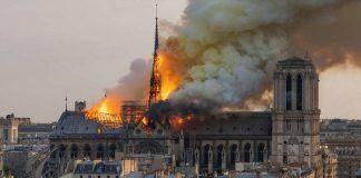 fumee_jaune_cathedrale_incedie_thermite_volontaire_criminel_attentat_faux_drapeau_macron_gladio_nouvel_ordre_mondial_musulmans_contre_chretiens_arretons_etres_con